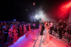 Bride-Took-Stage-Sing-Her-Guests