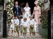 4092386100000578-4524842-Prince_George_was_the_star_of_the_show_as_he_led_the_bridal_part-a-13_1495288198064